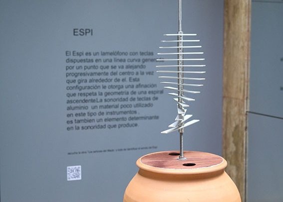 Espi is a contemporary musical instrument by Victor Gama.
